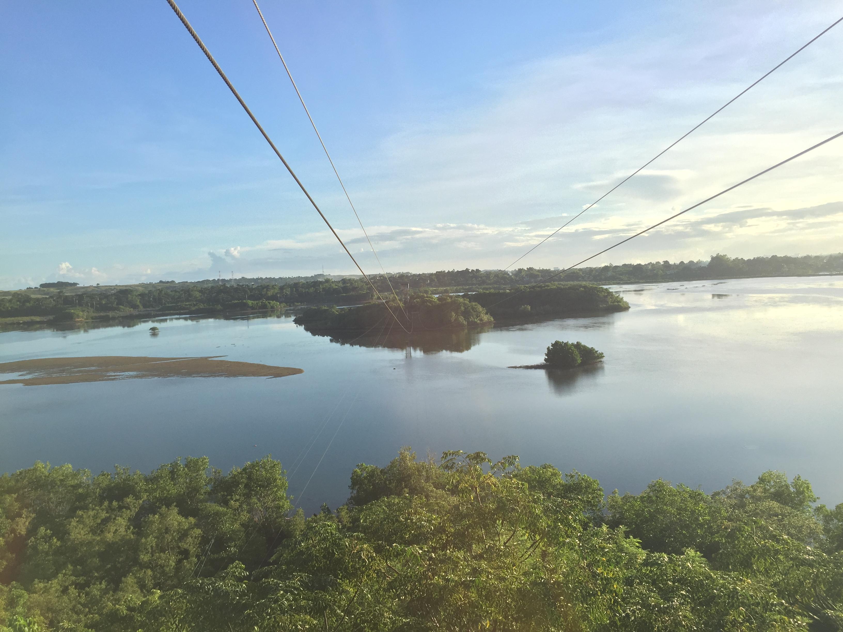 ジップラインからみた湖