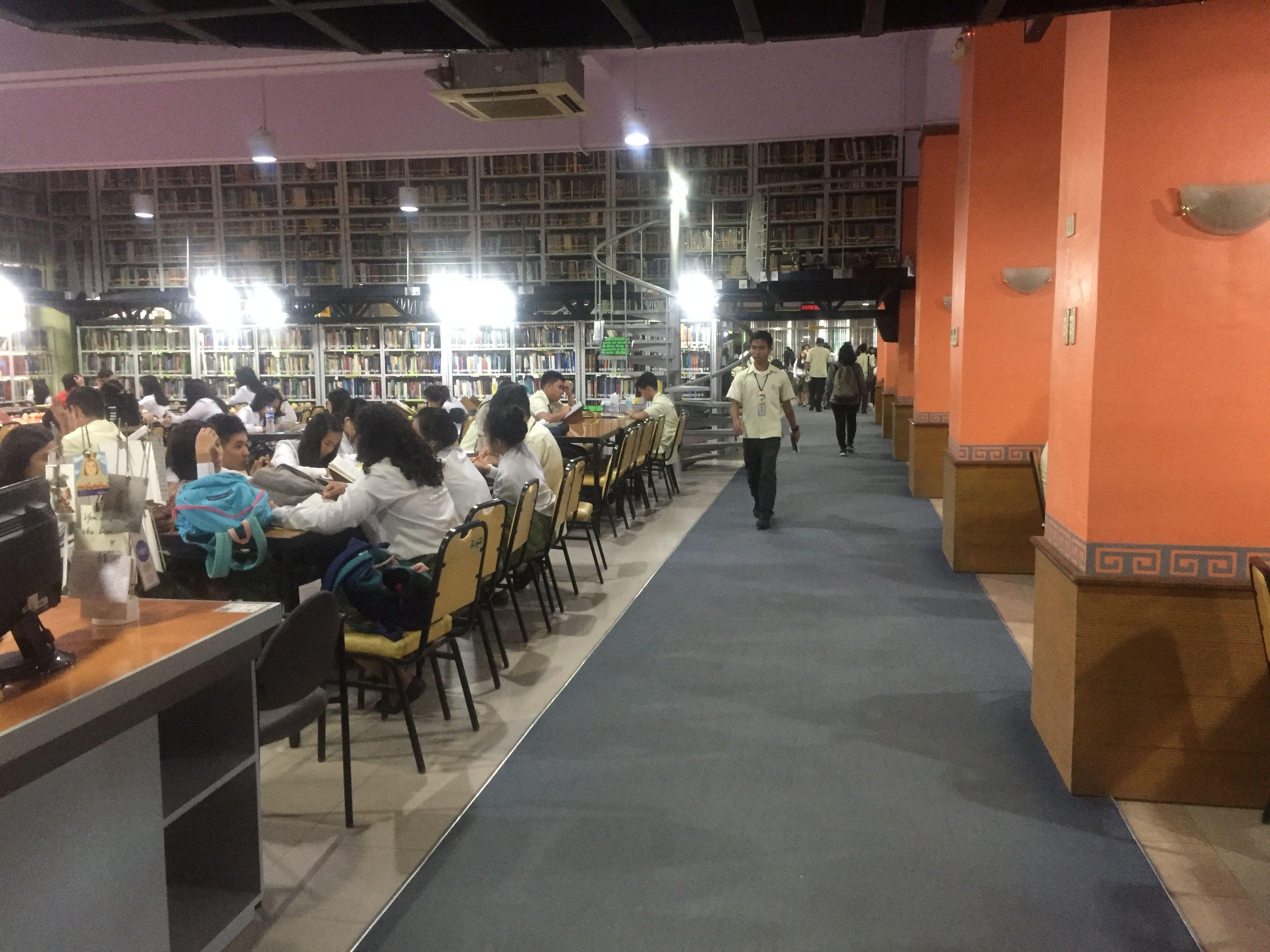 サンホセ大学の図書館