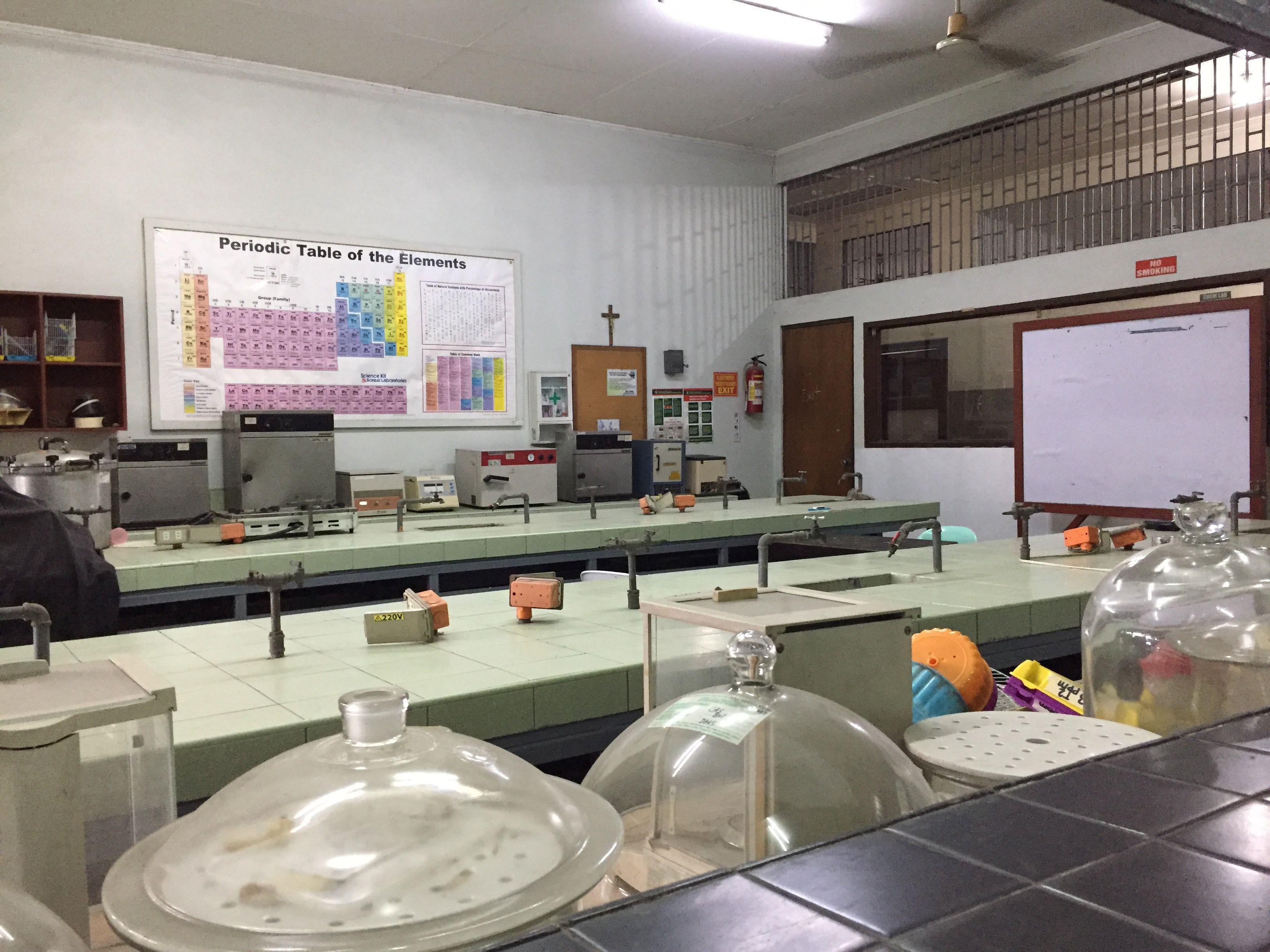 サンホセ大学の円エンジニアの化学実験室